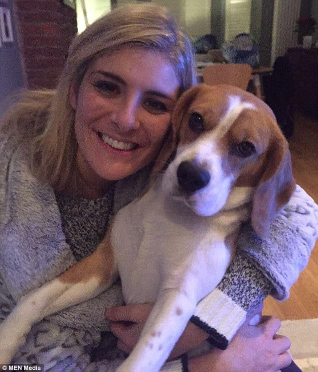 صورة الكلب الميت مع صاحبته جانيت