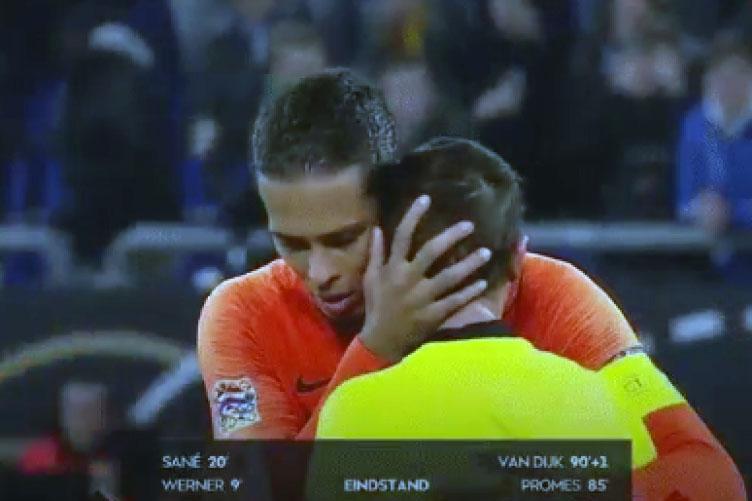 بكاء حكم مباراة هولندا و ألمانيا