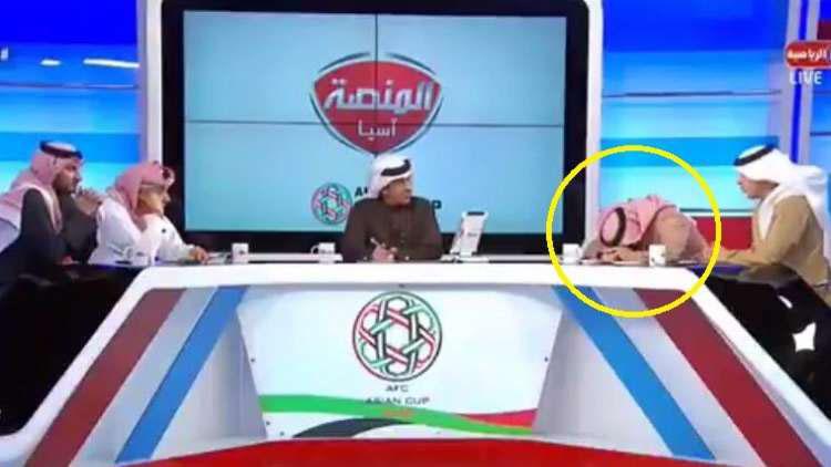 محلل قناة دبي الرياضية يسقط مغشيا عليه